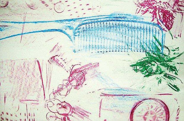 Na frotagem, a textura de um objeto é obtida com a fricção do giz de cera no sulfite. Arquivo pessoal/Cecília Luiza Etzberger