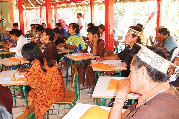 Aspectos culturais e formação específica marcam os encontros de várias etnias no Acre. Coordenação de Educação Indígena/AC