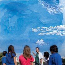 Para aprender a interpretar o tempo, os alunos observam o céu. Foto Nilva Damian. Ilustração Melissa Lagoa