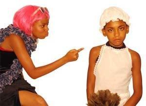 Esquete sobre uma madame baiana que humilha empregada: jogos teatrais na sala de aula. Foto: Valter Pontes