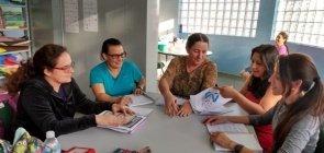 Mara Mansani e profs de projeto de linguagem
