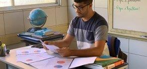 Diogo Jordão mostra que aula de Geografia é ocasião para falar de democracia