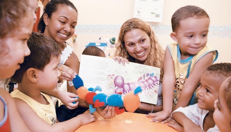 Projeto Ler é Saber - Primeira Infância, na cidade de Cubatão, SP: salas de leitura, com acervos de 400 livros, mais se parecem com brinquedotecas. Foto: Kriz Knack