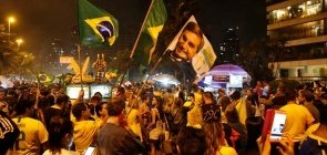 Eleitores comemoram eleição de Jair Bolsonaro para presidência no Rio