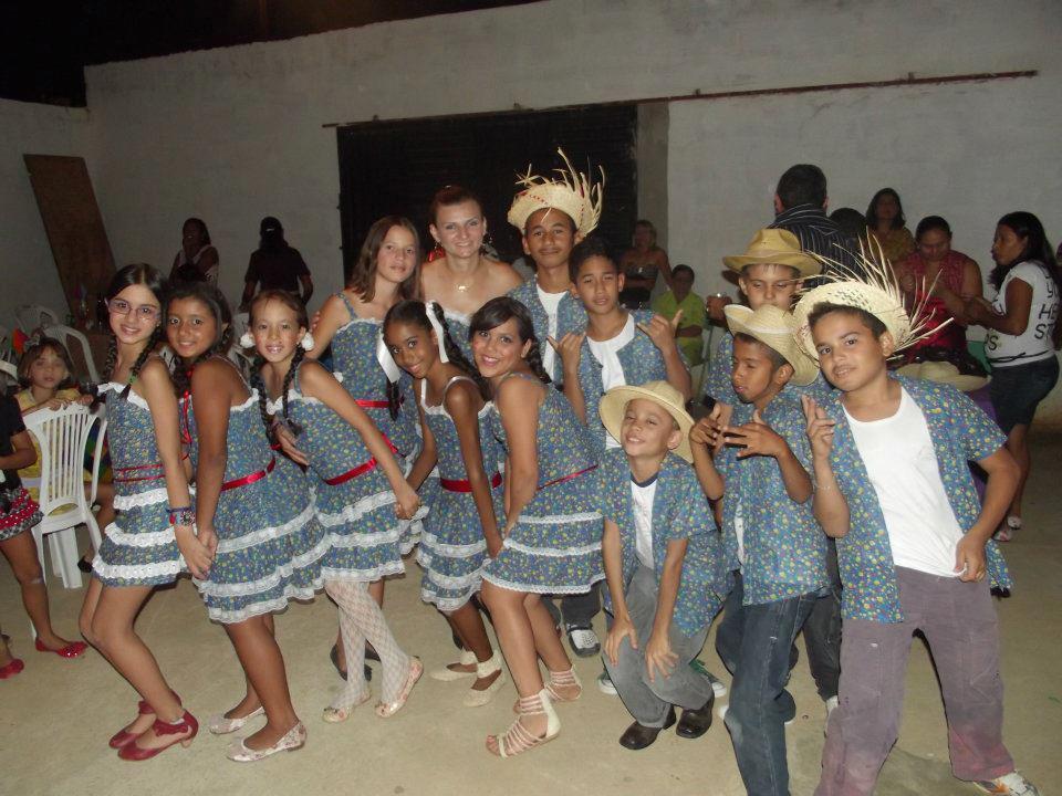 A turma da professora Ane Caroline na festa junina da escola