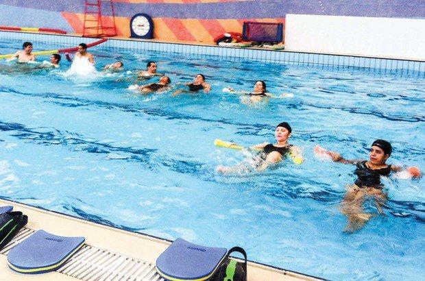 Uma das atividades realizadas pela turma na piscina da escola foi a hidroginástica. Arquivo pessoal