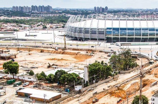 Fortaleza. O projeto previu o aumento da capacidade do estádio, a retirada do alambrado, a criação de restaurantes e de um estacionamento subterrâneo, entre outras melhorias. Foi o primeiro dos 12 em obras no Brasil a ser entregue. Ele receberá shows e eventos de grande porte.