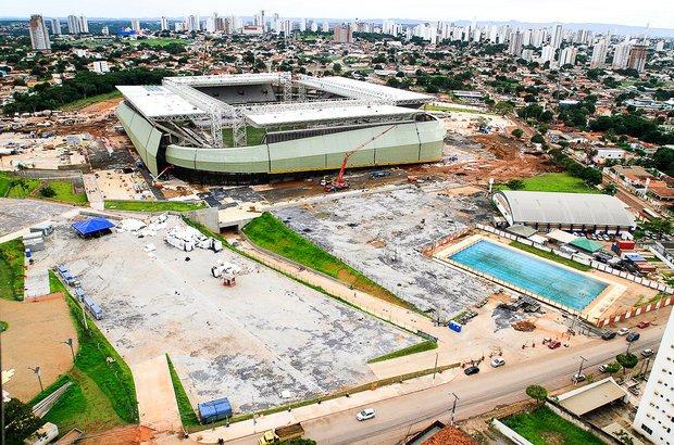 Cuiabá. As obras da Arena Pantanal estão sendo finalizadas. O investimento previsto é de 570 milhões de reais. Com capacidade para 44,3 mil espectadores, o projeto prevê a construção de um complexo que contará com restaurantes, hotéis, estacionamentos, lagos, bosque e pista para caminhada.