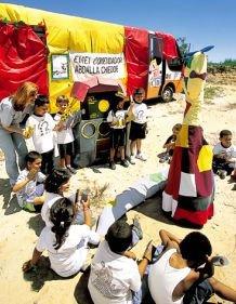 A biblioteca ambulante viaja pelas escolas de Ribeirão Pires: teatro garante boa comunicação. Foto: Gilvan Barreto