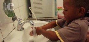 Hora de lavar as mãos   Cuidados na Creche