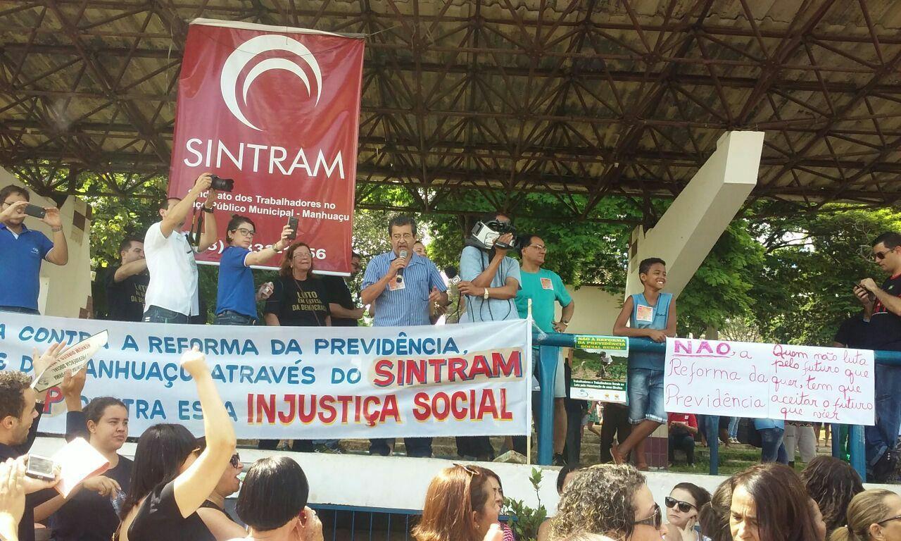 Professores protestam contra a reforma da previdência