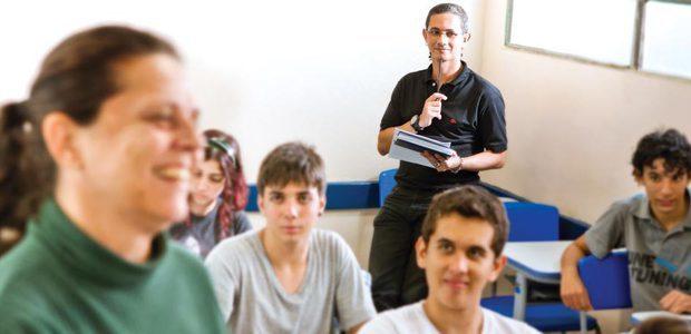 Franco, da EE Alves Cruz, de São Paulo, faz observação das aulas com foco nas didáticas utilizadas. Foto: Raoni Madalena
