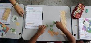 Alunos jogam na aula da a professora Patrícia Alves Rodrigues, da EE Constâncio Vieira, em Estância (SE)