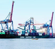 Terminal privado da China Shipping, armadora de contêineres, no Porto de Santos. Foto: Paulo Vitale