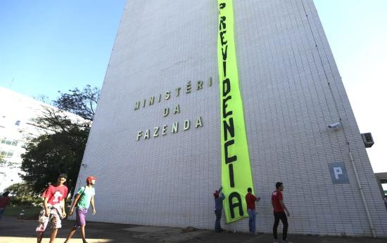 Emenda recoloca professores estaduais e municipais na mira da Reforma da Previdência