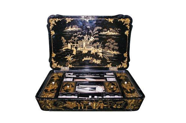 O costureiro guardava linhas e agulhas. Servia a uma das principais ocupações da mulher. Acervo do Museu Imperial-Ibram/Minc