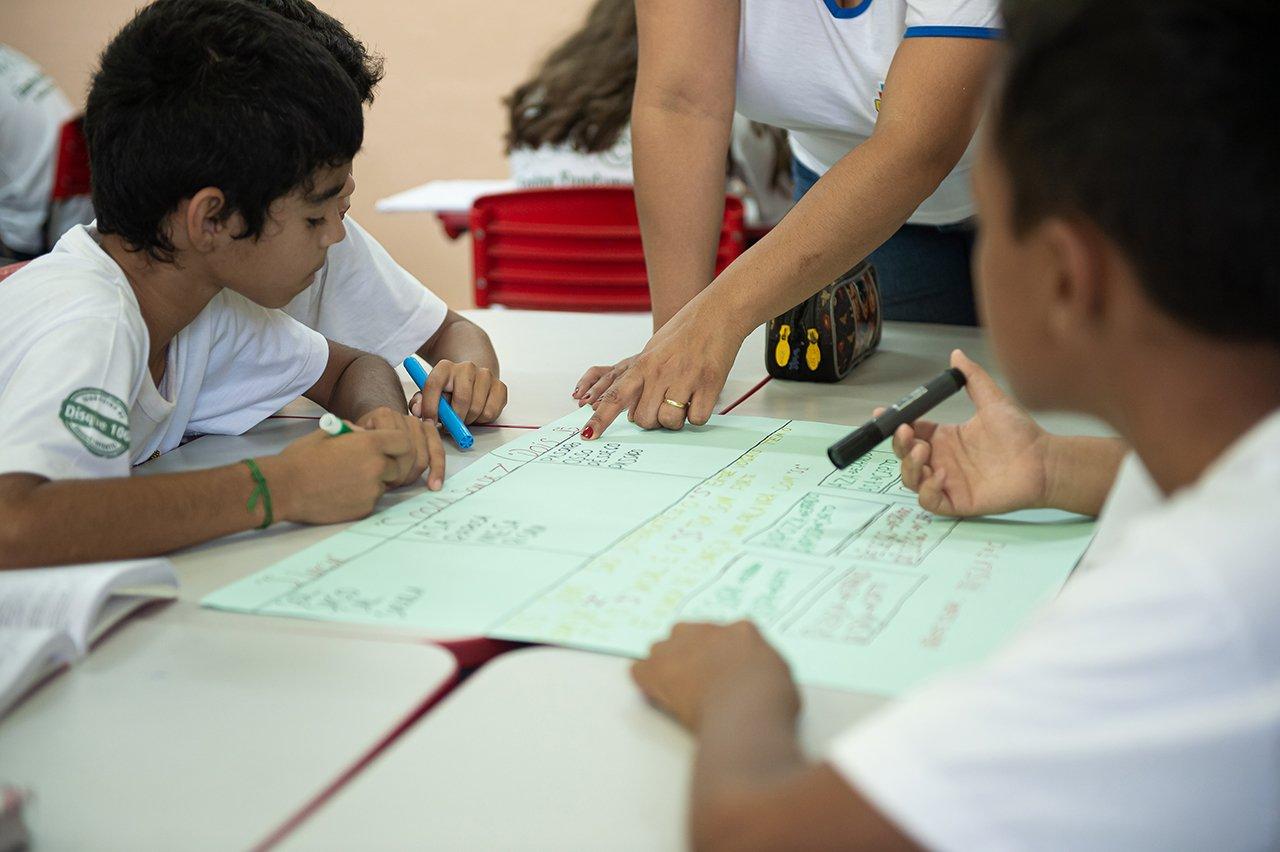 Os alunos de Priscila de Medeiros durante a aula de Ortografia