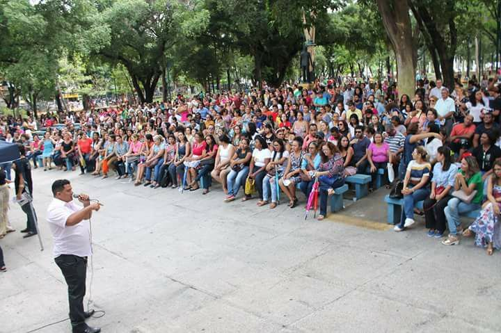Professores realizam assembleia em Teresina, no Piauí