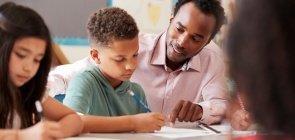 Como ajudar alunos com dificuldades de aprendizagem