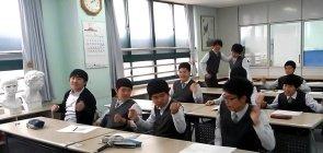Alunos em sala de aula de escola na Coreia do Sul