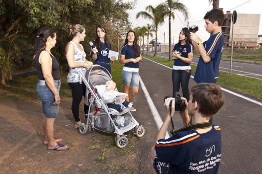 Espaços públicos da cidade de Campo Bom, como o parque do Complexo Cultural CEI, são frequentemente foco das notícias apresentadas pela turma da TV online. Foto: Tamires Koop