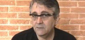 Claudio Fragata faz a leitura do poema