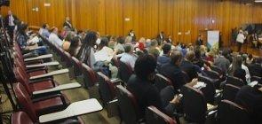 Público aguarda começo da audiência da BNCC em Brasília