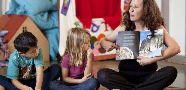 Dança criativa e jogos tradicionais na pré-escola. Professora Cristina Mara Corrêa