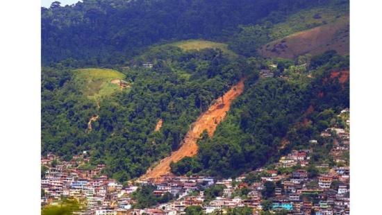 Habitações em zonas de risco: alagamentos e deslizamentos
