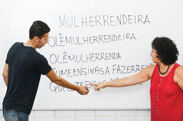 Rutinalva usou <i>Mulher Rendeira</i>, que a sala de EJA sabia de cor, para discutir a segmentação. Valter Pontes