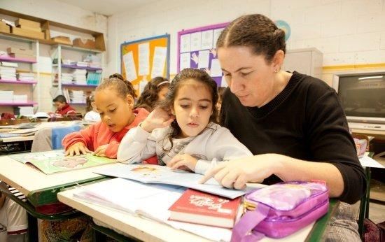 8 jeitos de promover o empoderamento feminino desde a alfabetização