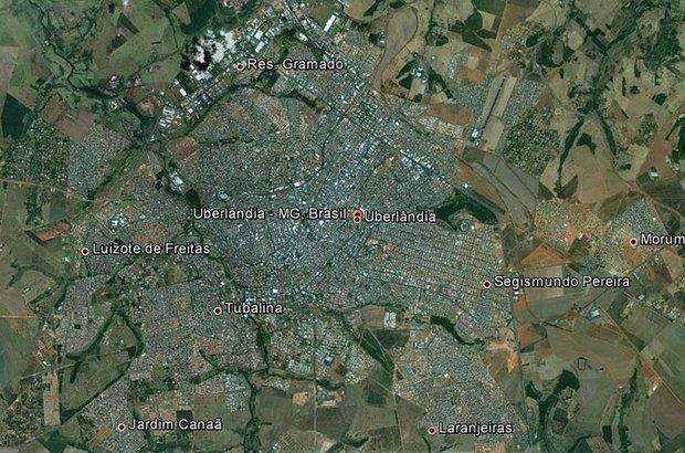 A turma continuou a pesquisa até chegar ao endereço da escola, em Uberlândia. Google Earth