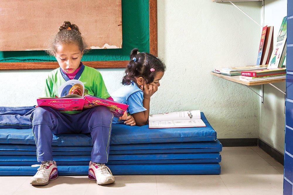 Trabalhar a curiosidade significa promover a interação da criança com ambientes desafiadores