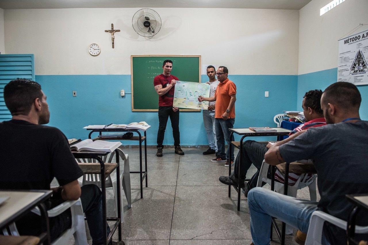 Professor Di Gianne durante aula