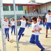 As aulas de Educação Física na Hercílio Amante, em Criciúma, acontecem bem cedo. Foto: Ulisses Job