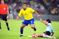 Partida entre Brasil e Argentina pelos Jogos de Beijing 2008. Foto: Alexandre Battibugli