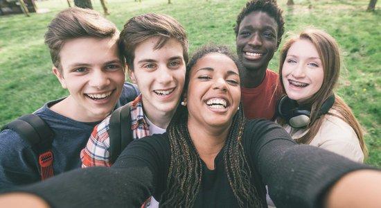 Aplicativos como o Snapchat são usados pelos jovens para compartilhar selfies e outros conteúdos Crédito: Shutterstock