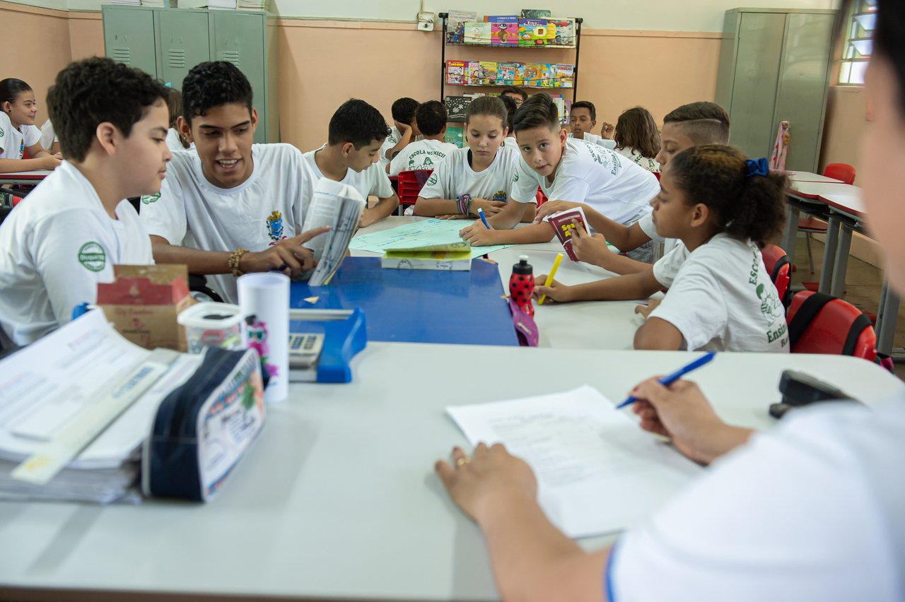 Os alunos de Priscila de Medeiros na aula de ortografia da EM Dona Miloca, em Rancharia (SP)