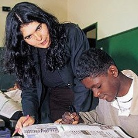 Lourdes: aprendendo com os alunos. Foto: Nilton Ricardo
