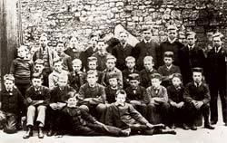 Classe britânica do século 19, auge do herbartianismo: disciplina e métodos rígidos. Foto: Hulton Archive/Getty Images