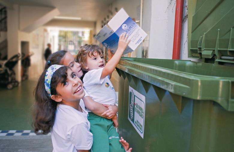 No Rio de Janeiro, alunos aprendem a separar o lixo desde cedo. Foto: Gilvan Barreto