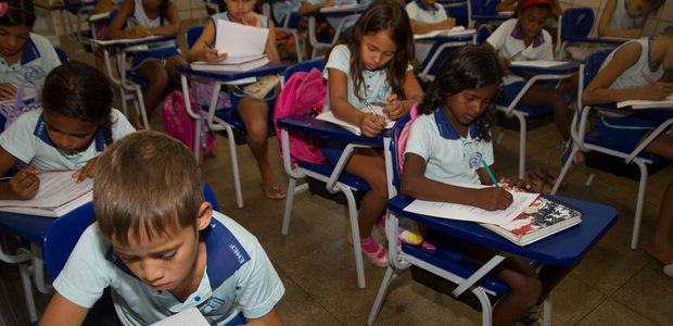 Na EMF Professor Raimundinho, em Marabá-PA, Luciane Ribeiro propôs algumas situações problemas para levantar o que seus alunos do 4º ano sabiam. O resultado foi que a maior parte deles tinha dificuldades com operações matemáticas básicas, alguns sequer relacionavam os números à quantidade correspondente. Foto: Janduari Simões
