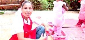 Mão na massa: duas receitas para fazer melecas caseiras com as crianças