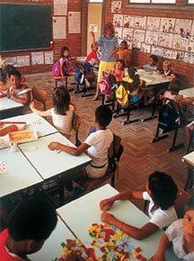 Ambiente alfabetizador em escola gaúcha nos anos 1980: Emilia Ferreiro inspira políticas oficiais.