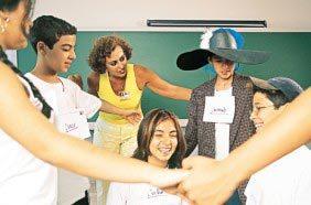 Maria Isabel, do Albert Sabin, em São Paulo: as aulas expositivas deram lugar a peças de teatro e a turma que gostava de bagunça logo começou a participar mais. Foto: Rogério Albuquerque