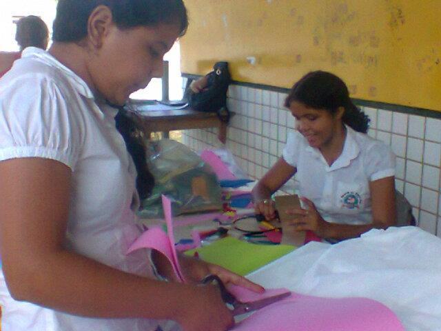 A professora Leudy Martins e uma aluna