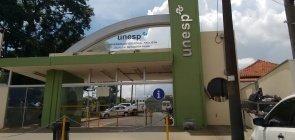 Portaria principal do campus Botucatu da Unesp