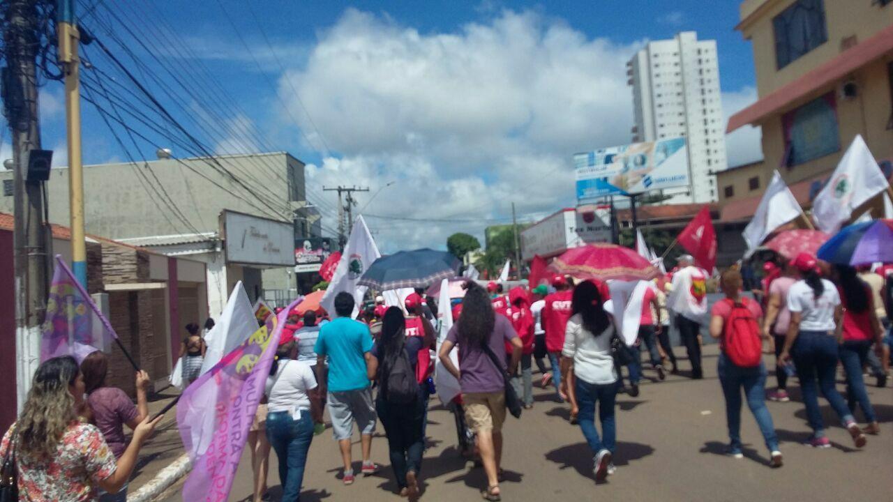 Professores marcham contra a reforma da previdência em Porto Velho, Rondônia