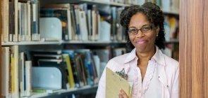 Como a Secretaria de Educação pode ajudar as escolas a estabelecer parcerias?