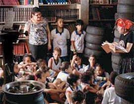 LÁ VEM HISTÓRIA Toda quarta-feira tem leitura de livros para alunos de escolas locais. Foto: Leo Drumond/AG. NITRO